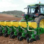 tractor sembrando de cereales